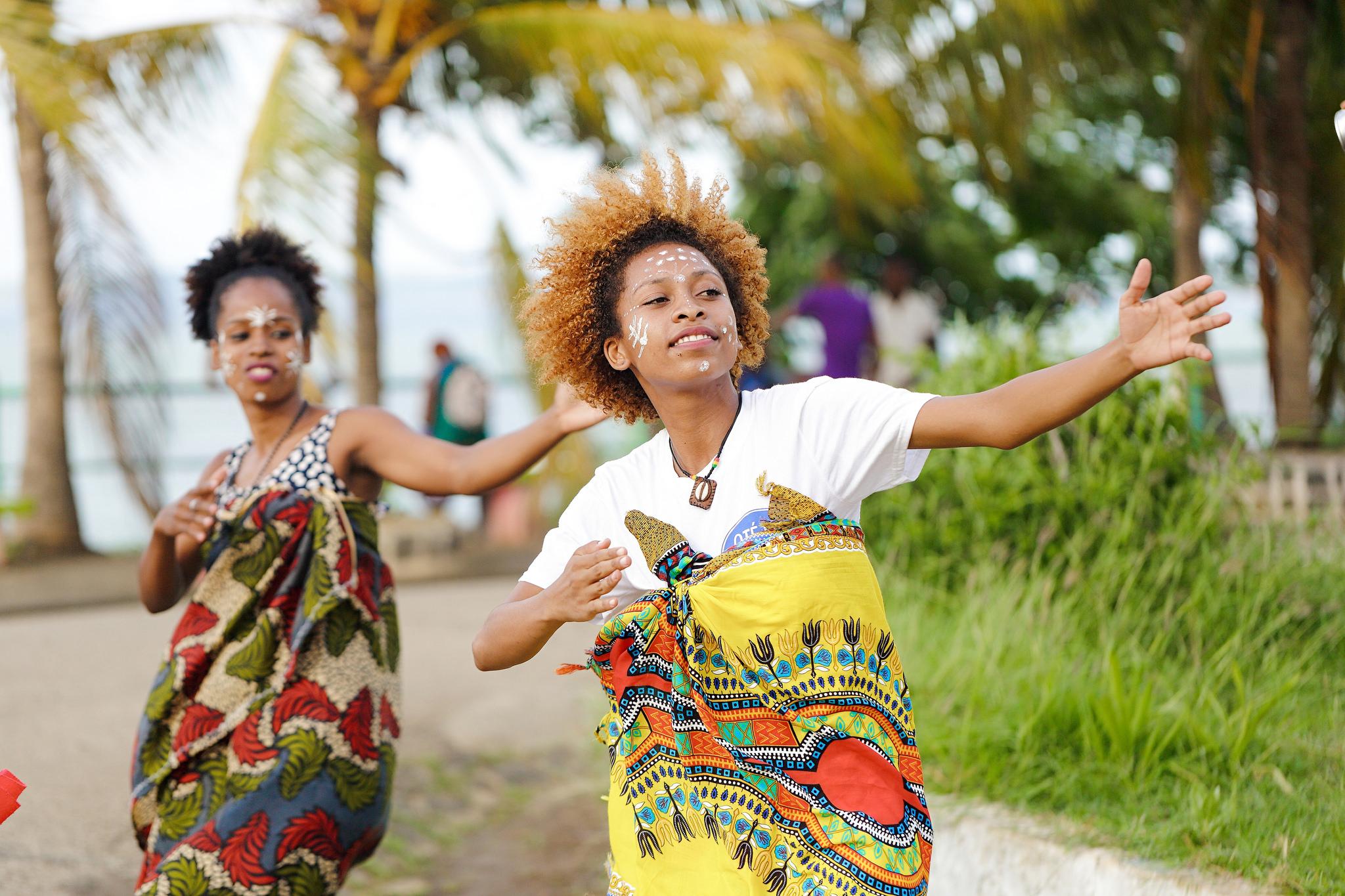 Femmes qui dansent office national du tourisme de madagascar - Office national du tourisme madagascar ...